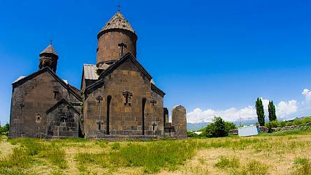 One-day tours to the Saghmosavank Monastery