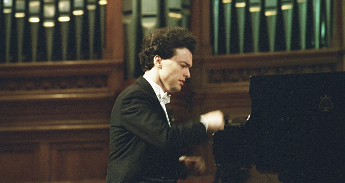 The world-famous pianist Yevgeny Kissin said during a meeting with Armenian President Serzh Sargsyan on Thursday that he will visit Armenia while he is alive.